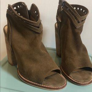 Size 7 dolce vita heels